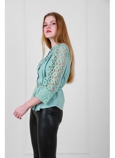 JEANNE D'ARC Pamuk Kumaş Dantel Garnili Kemerli Bluz Yeşil